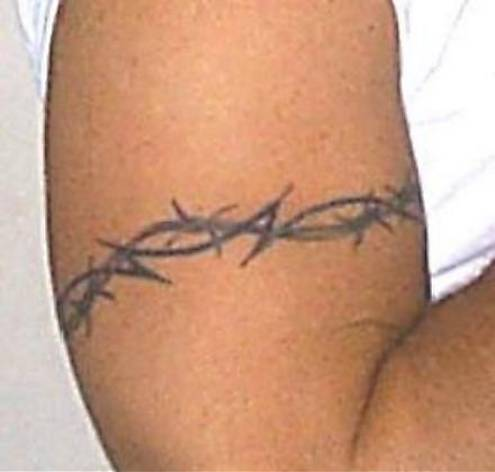 Barbed wire armband cool tattoos gallery of tattoo for Barb wire tattoos arm